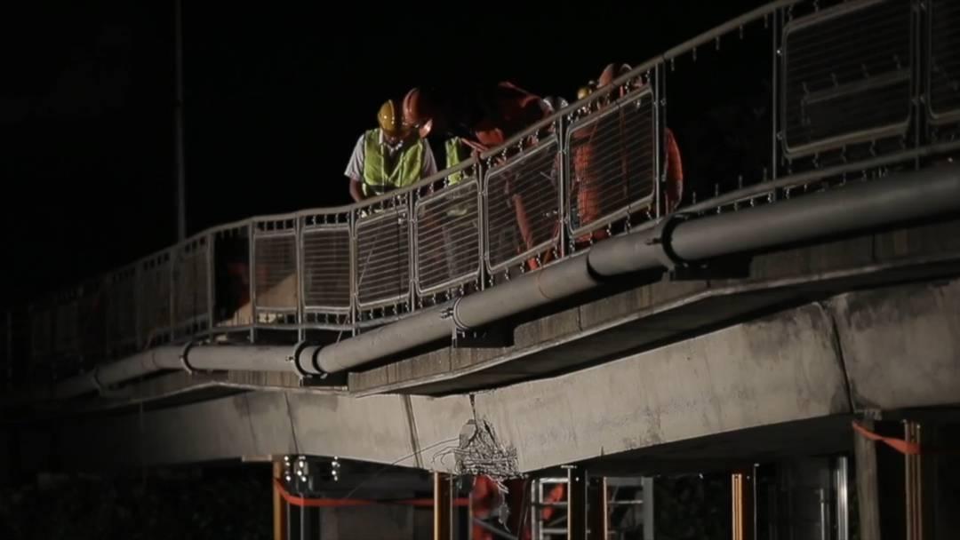 Brücke auf A9 nach Unfall über Nacht abgebrochen