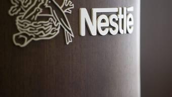 Der Nahrungsmittelkonzern Nestlé sieht sich mit Vorwürfen zu Babymilch-Produkten konfrontiert. Einige Produkte sollen krebserregend sein, wie die deutsche Konsumentenorganisation Foodwatch kritisiert.(Archivbild)