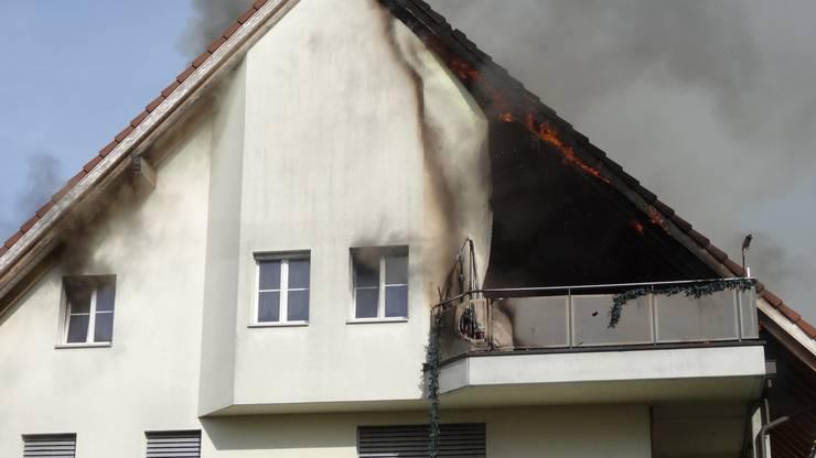 Auch aus dem linken Fenster entfloh Rauch.