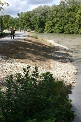 Das Flache Flussufer lädt nun auch Familien auf Spaziergänge ein