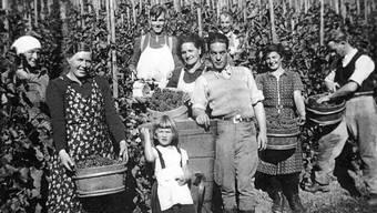 Etwa 1940 im Üetental: Franz Kaufmanns Vater Fritz junior (3.v.l.) und sein Grossvater Fitz senior (dahinter).
