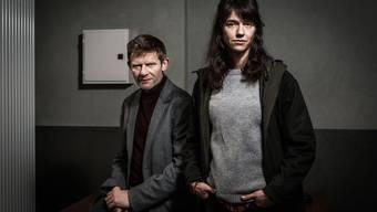 Marcus Signer und Sarah Spale ermitteln als Manfred Kägi und Rosa Wilder in einem Dreifachmord im Jura.