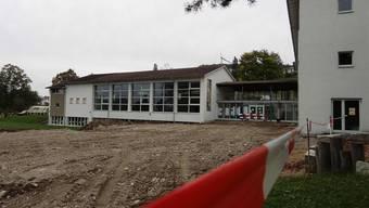 Alles wird neu: Umgebung von Schulhaus und Turnhalle in Zeihen. chr