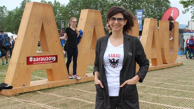 Danièle Turkier, Geschäftsführerin Aarau Standortmarketing, freut sich, dass die Buchstaben grossen Anklang fanden.