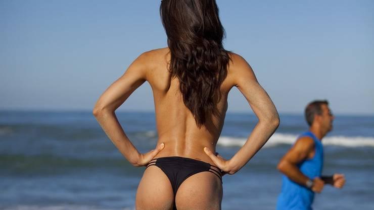 Oben ohne am Strand – das ist in Frankreich generell nicht verboten – löst aber immer wieder Debatten aus. (Symbolbild)
