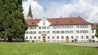Vor 500 Jahren wurde das Kloster Wettingen wiedereingeweiht. Die Mönche des Klosters mussten einst aus Wettingen fliehen und fanden nach langer Suche ein neues Daheim im Kloster Mehrerau in Bregenz (Österreich). Noch heute legen die Zisterzensiermönche des Klosters Mehrerau das Gelübde auf das Kloster Wettingen ab und leben sozusagen im Exil.