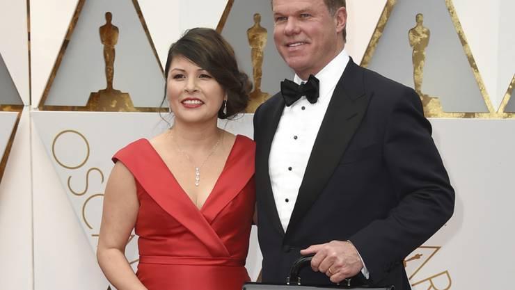 Ihren Job als Stimmenauszähler bei den Oscars sind die beiden los: Martha L. Ruiz und Brian Cullinan von PricewaterhouseCoopers.