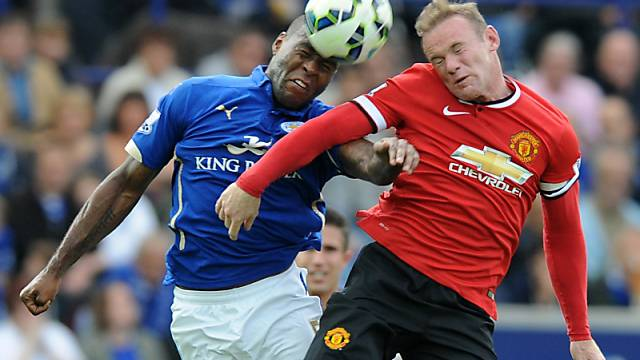 ManU's Wayne Rooney (r.) im Duell mit Leicesters Wes Morgan