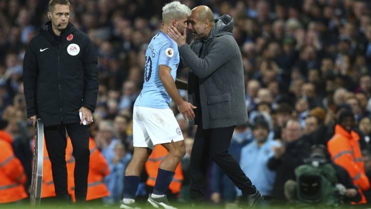 Der Trainer und der Torschütze: Manchester Citys Pep Guardiola (rechts) und Sergio Agüero beim Derbysieg gegen Manchester United