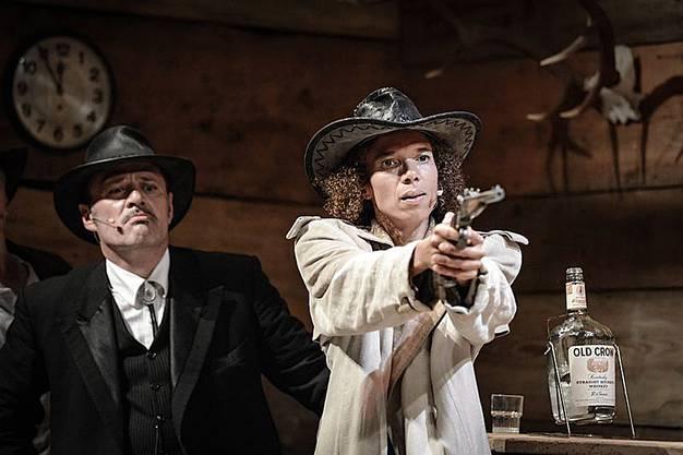 Heinz Margot und Sandra Moser als Galliker und Irene in einem Theaterstück. (Archivbild)