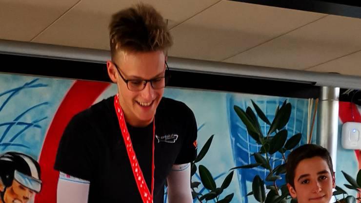 David Radam gewinnt in der Kategorie  14 - 15 Jahre.