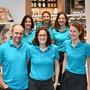 Das Team von Silvia Ackermann im neu eingerichteten Laden an der Dorfstrasse.