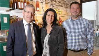 Daniel Wyss und Conny Grossenbacher (Lions Club Solothurn Aare) sowie Patrick Marti vom Projektteam «Heimart».