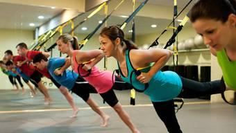 Einst für die US-Army entwickelt, heute ein Trend in Schweizer Fitnessstudios: Ganzkörper-Programm TRX Suspension Training.