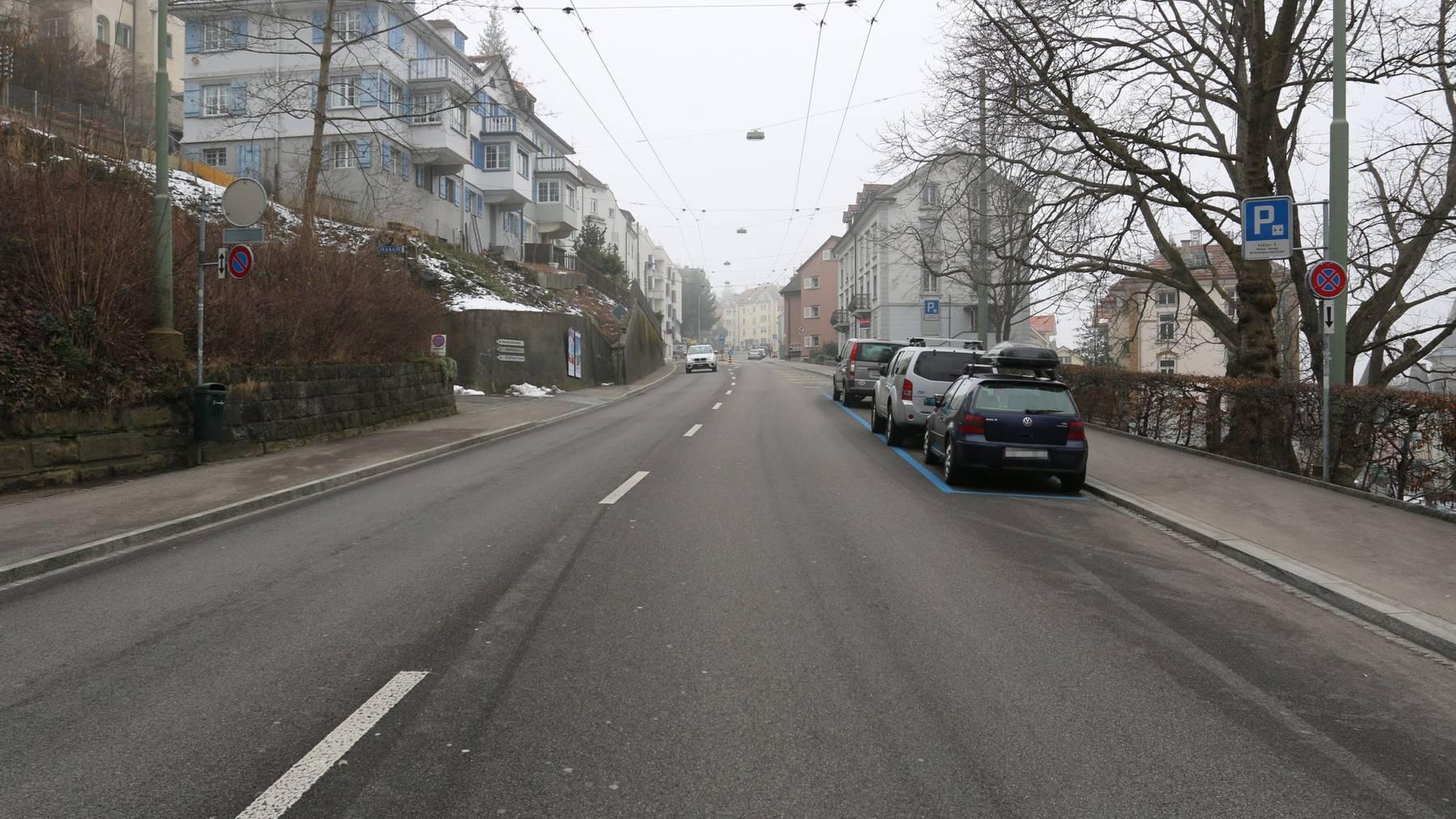 Der Unfall ereignete sich auf der Teufener Strasse, Höhe Liegenschaft Nummer 84.