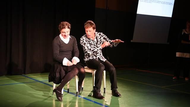 «Z'mitzt am Rand»: Improvisationstheater Archiv Verspielt