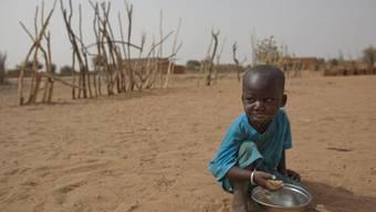 Das Leben zahlreicher Kinder in Mali ist bedroht (Archiv)