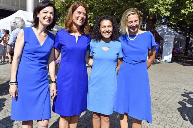 Blau ist Trumpf mit Nationalrätin Regine Sauter, Petra Gössi, Präsidentin der FDP, die Aargauer Staatsschreiberin Vicenza Trivigno und Nationalratskandidatin Suzanne Marclay-Merz, Stadträtin in Aarau (v.l.).