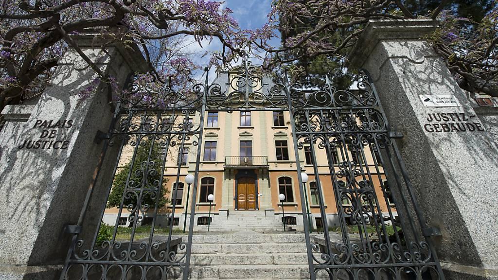 Das Walliser Kantonsgericht hat die Verurteilung eines ehemaligen Lehrers zu 40 Monaten Gefängnis unbedingt bestätigt. (Archivbild)