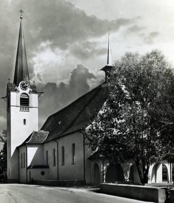 Der 1926 erbaute Kirchturm - damals noch mit spitzem Dach
