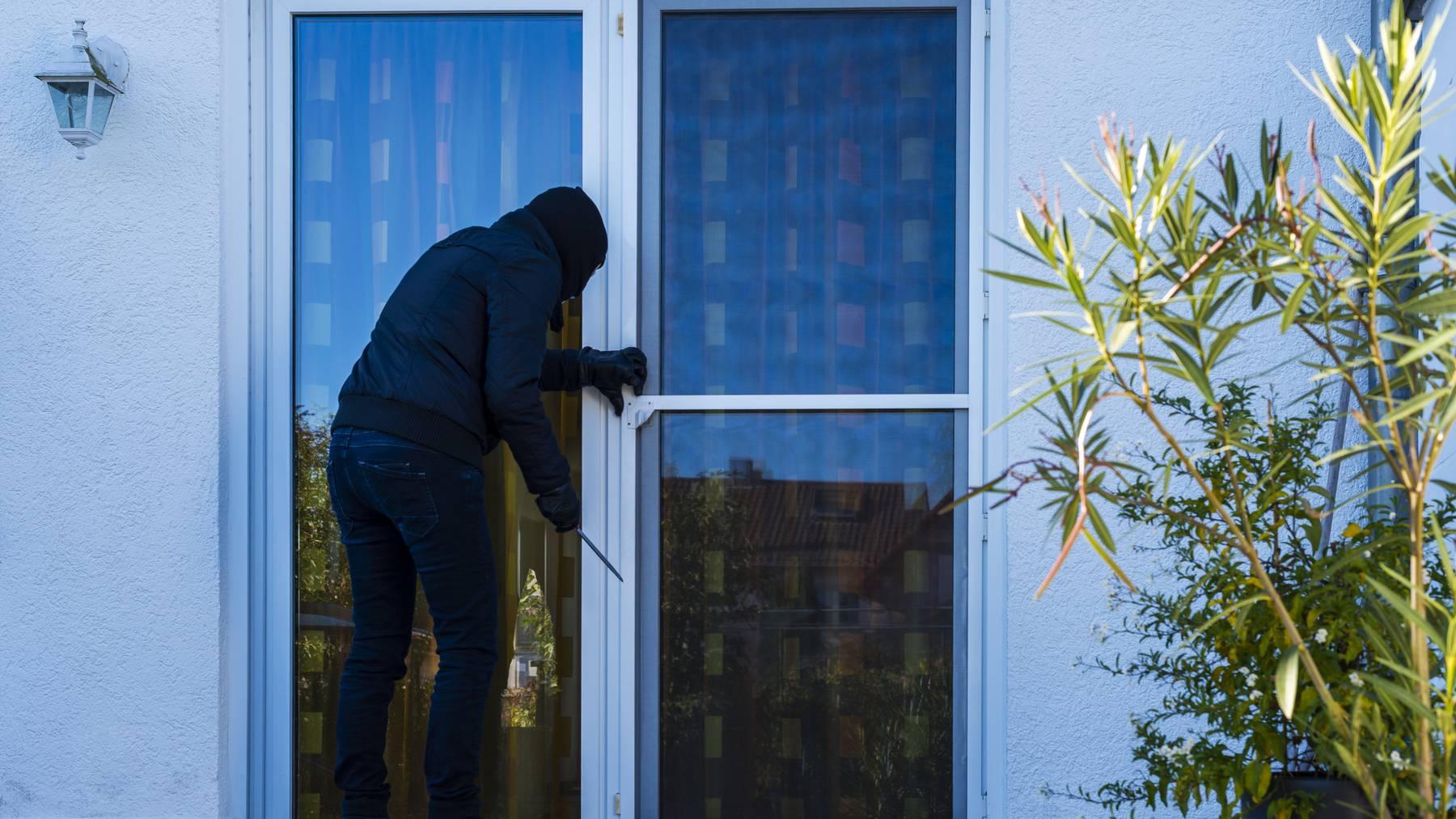 Am Wochenende versuchten Unbekannte in mehrere Einfamilienhäuser einzubrechen.