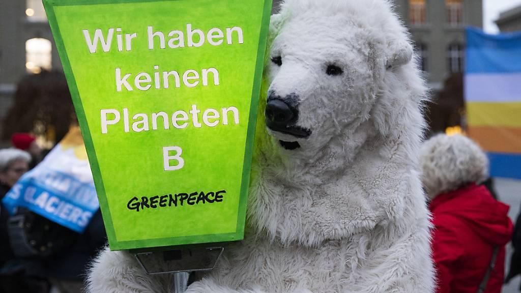 Bundesrat gibt Gegenentwurf zur Gletscherinitiative in Auftrag