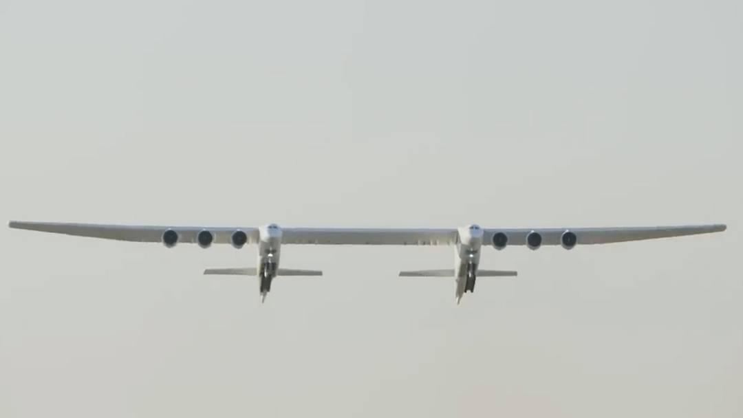 Hier hebt das grösste Flugzeug der Welt ab