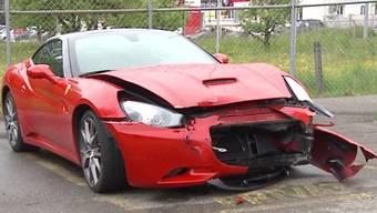 Am Samstag verlor in Zufikon AG ein 56-jähriger Ferrari-Probefahrer die Herrschaft über sein Fahrzeug und kollidierte frontal mit einem Auto.