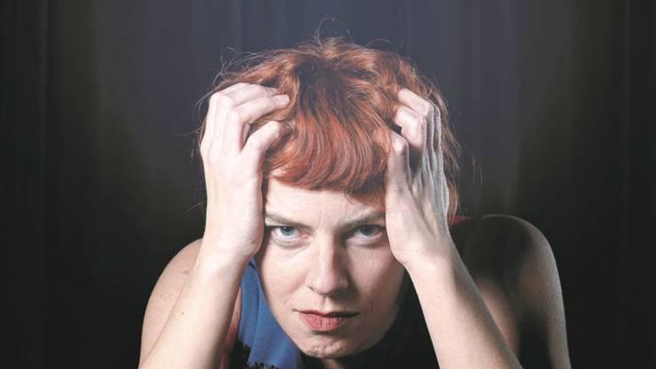 Die gebürtige Berlinerin Uta Köbernick bekommt den Schweizer Kabarett-Preis Cornichon 2020 am 7. November überreicht.