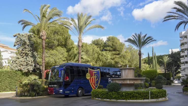 Die Ankunft der Mannschaft beim Hotel.
