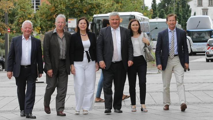 Die Elsässer sind mehrheitlich gegen die geplante Gebietsreform, ein prominenter Gegner ist Charles Buttner (links), Präsident des Generalrats des Departements Oberelsass – hier mit anderen Politikern an einer Medienkonferenz vom 25. August in Colmar.