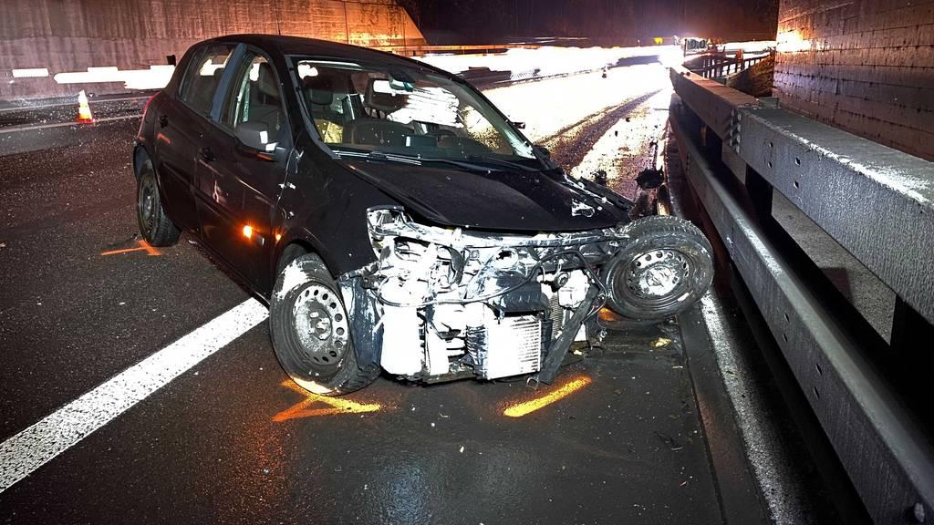 Autofahrer prallte in Mauer und blieb leicht verletzt
