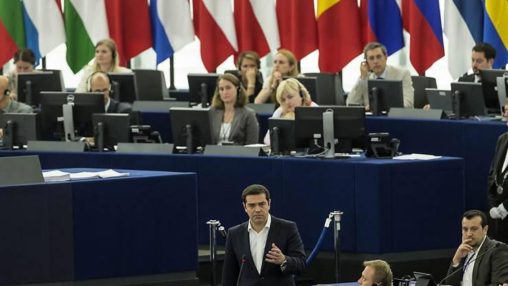 Der griechische Premierminister Alexis Tsipras legt im EU-Parlament in Strassburg seine Position dar.