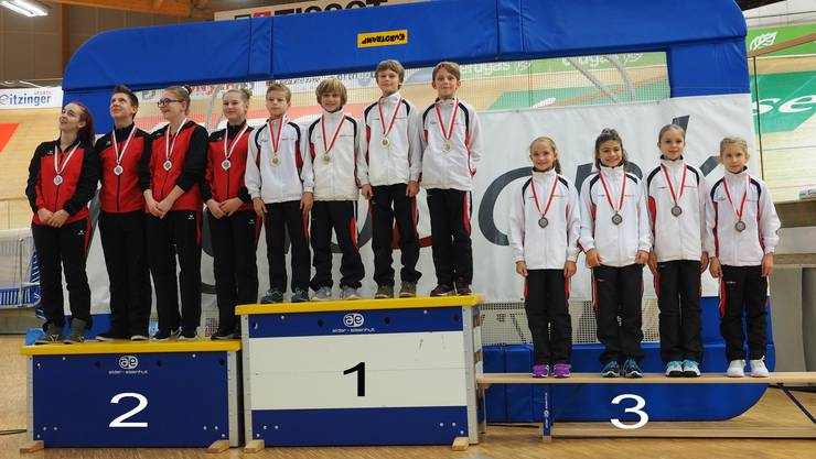 Die Teams NKL 4 und NKL 3 gewinnen Gold und Bronze in der Division 2.