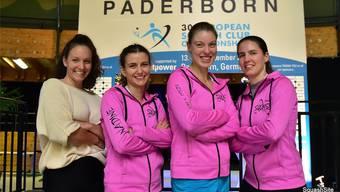 Jasmin Ballmann, Nadine Frey, Nadia Pfister, Nathalie Plain (v.l.) reisten für den Squashclub Fricktal nach Paderborn an die European Club Championships. zvg