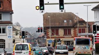 In den Stosszeiten staut sich der Verkehr rund um den Kreuzplatz.