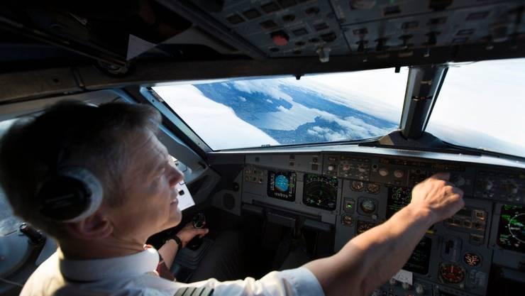 Ein Kapitän der Swiss musste am Freitag einen A321 alleine landen. (Symbolbild: Keystone)