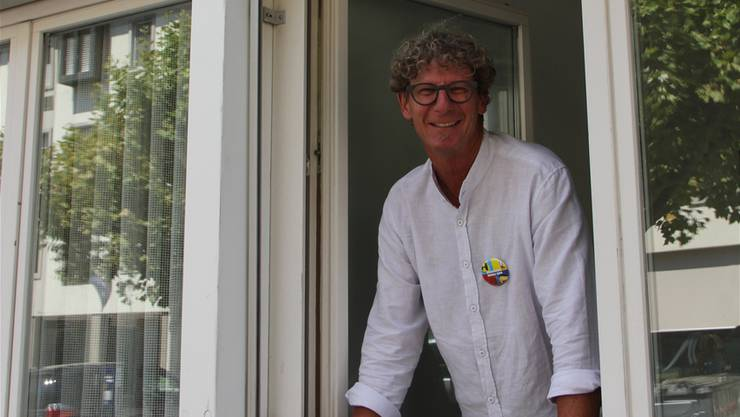 OK-Präsident Jürg Baur steht im Kupperhaus am Fenster. Bild: cm