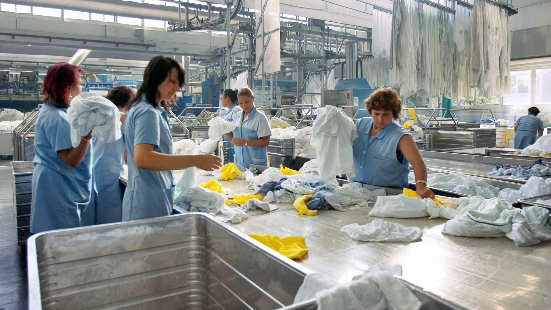 Der Anteil der EU-Ausländer ist in Berufen mit niedrigen Löhnen höher als jener der Schweizer. (Symbolbild)