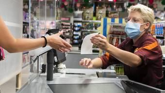 Bei der Migros werden Kassenzettel noch immer unaufgefordert gedruckt. In anderen Detailhändlern kann der Konsument entscheiden.