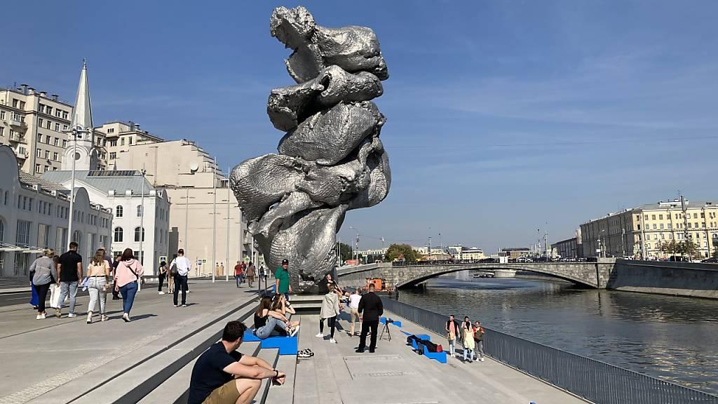 «Wie ein Haufen Kacke»: Moskau streitet über Skulptur von Urs Fischer