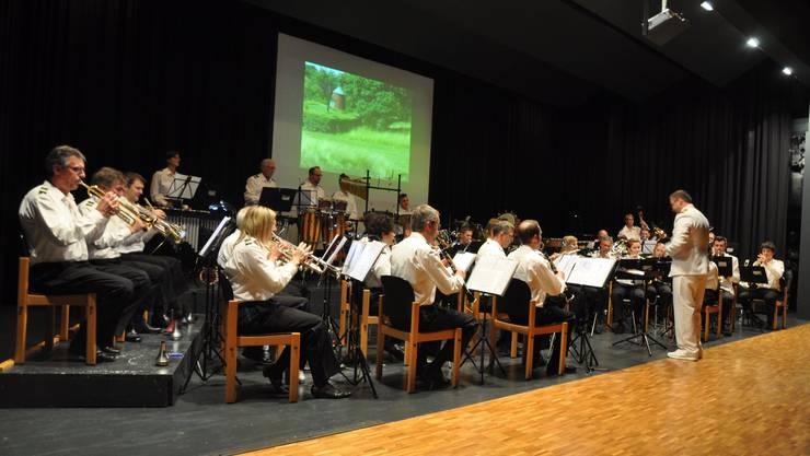 Die HMB unter der Leitung des neuen Dirigenten Markus Geiser.