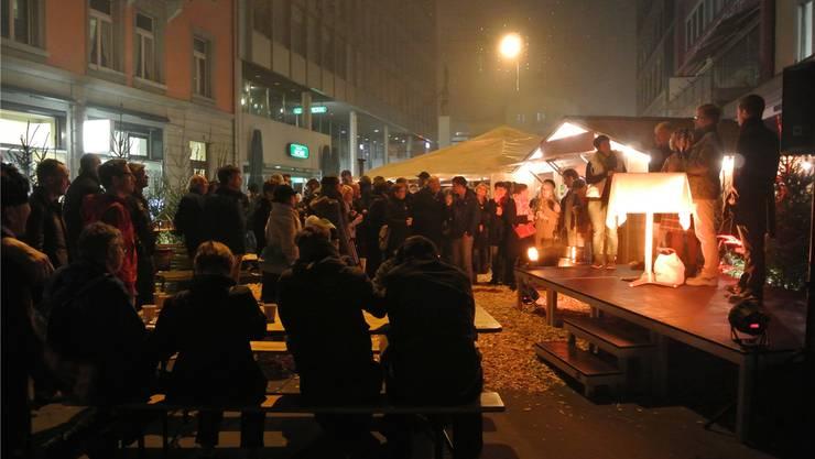 Der «Winterzauber» zog die Besucher an, wie hier bei der «Aarüerete».ces/archiv