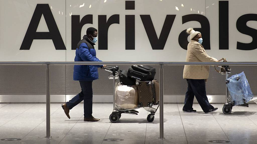Der Einbruch des Luftverkehrs in Folge der Corona-Krise hat dem grössten britischen Flughafen London-Heathrow 2020 einen Milliardenverlust eingebrockt. (Archiv)
