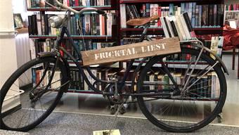 Das «Fricktal liest»-Velo soll auf die Bibliotheken aufmerksam machen. zvg