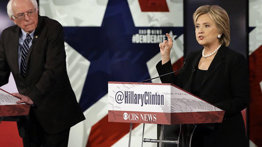 Die Bewerber für die US-Präsidentschaft auf Seiten der Demokraten messen sich in einer weiteren Debatte: Hillary Clinton und Bernie Sanders.