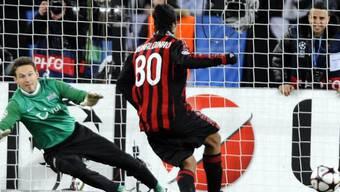 Milans Ronaldinho verwandelte seinen Penalty sicher