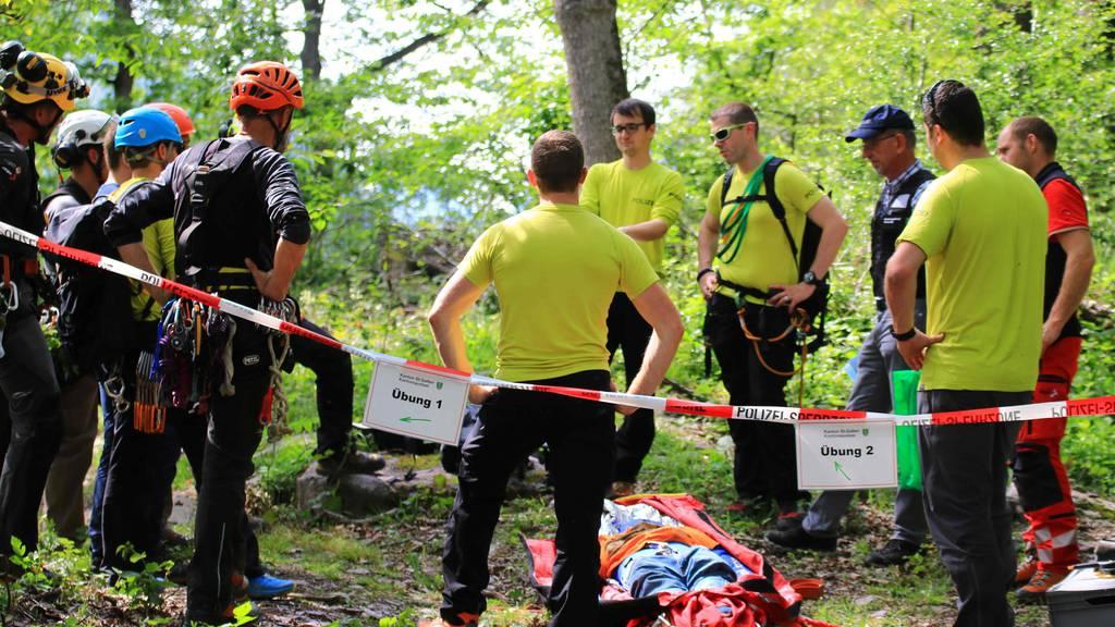 Das Alpinkader der Kantonspolizei St.Gallen übte die Koordination mit anderen Rettungsseilschaften.
