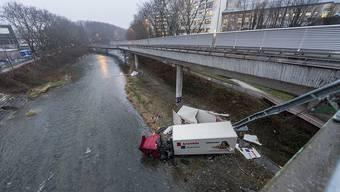 Der Unfallfahrer befindet sich nach erfolgreicher Operation auf dem Weg der Besserung.