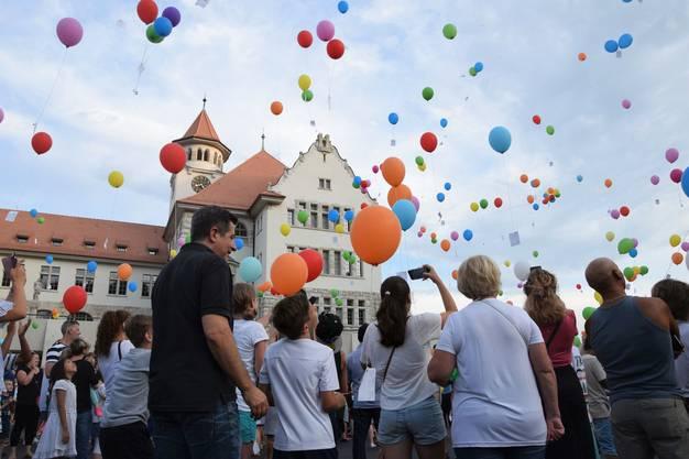 Das Brugger Jugendfest ist lanciert;Ballonwettflug auf dem Freudensteinplatz